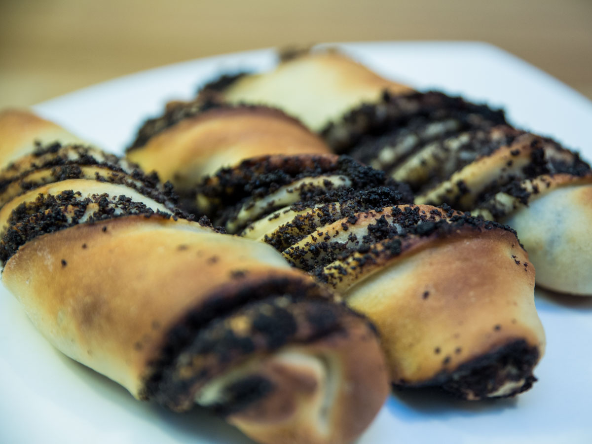 Twisted poppy seeds sticks