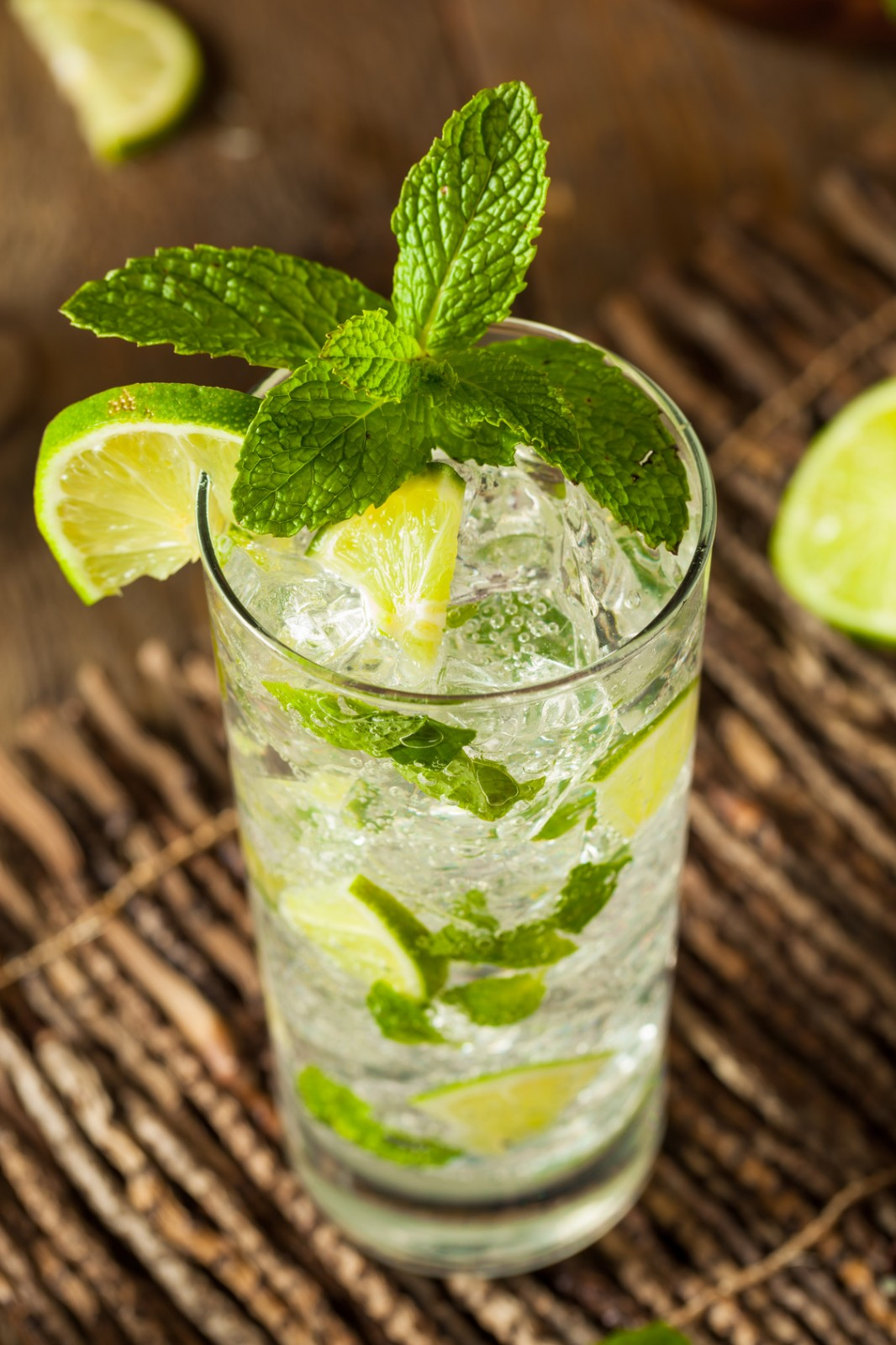 Refreshing lime and mint lemonade
